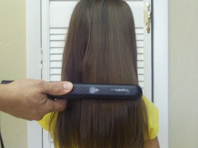 How to straighten hair with a flat iron fast
